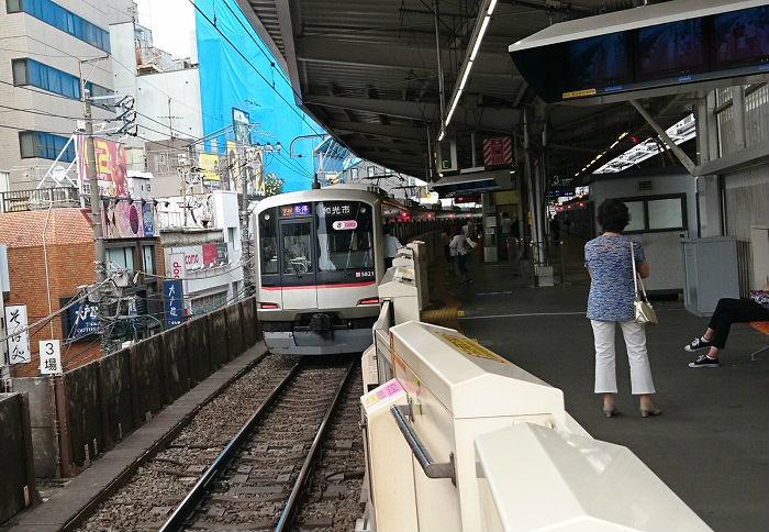 渋谷方面の朝ラッシュの各駅停車