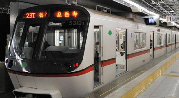 都営浅草線の通勤ラッシュ