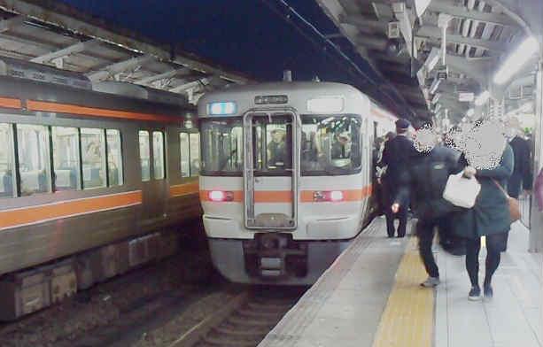 名古屋駅の朝ラッシュ