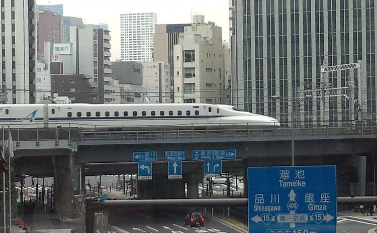 品川駅を発着するひかり号