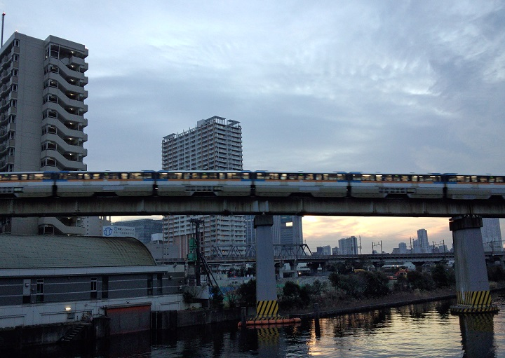 夕ラッシュの東京モノレール