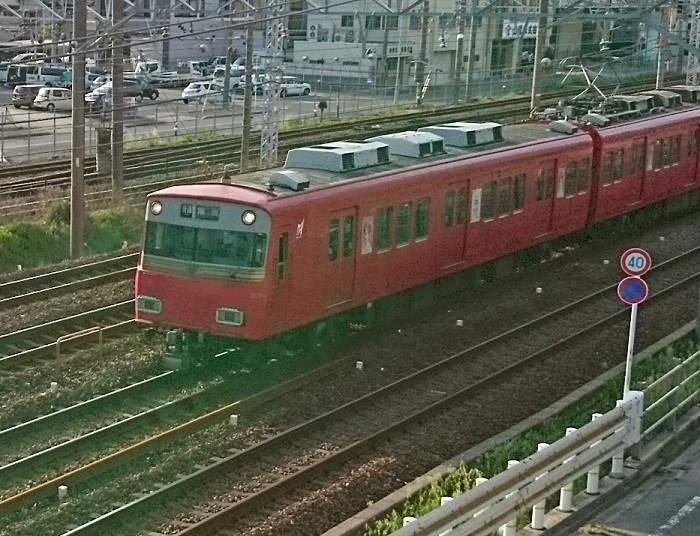 JR東海道本線と並行する名鉄名古屋本線