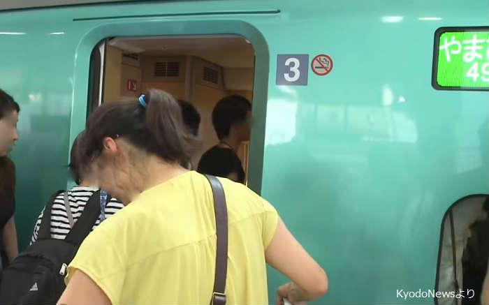 混雑する東北新幹線の自由席