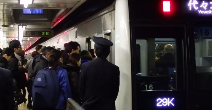 千代田線の朝ラッシュの混雑