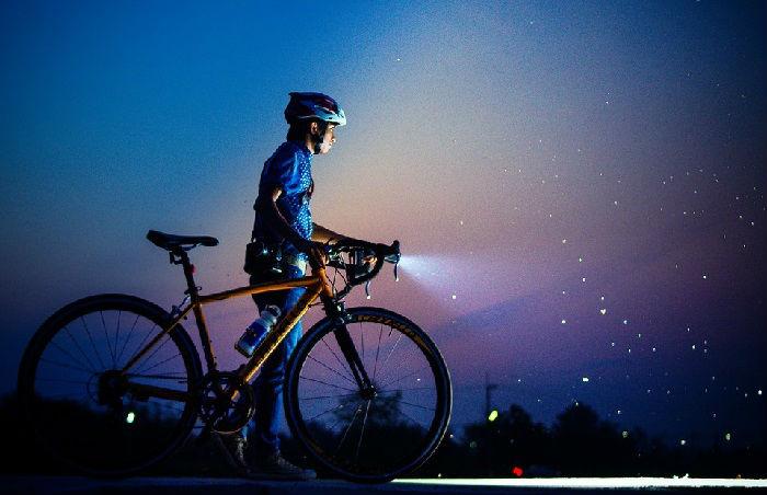 クロスバイクとヘルメット