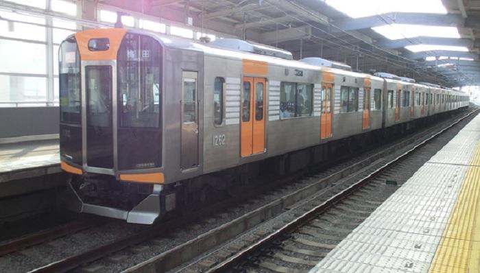 混雑する阪神電車