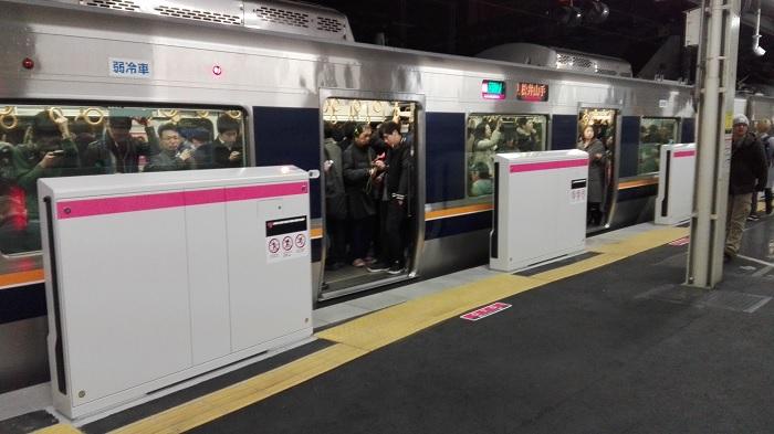 JR東西線のホームドア