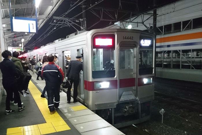 混雑する東武東上線の急行
