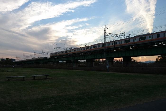 100km/h走行する中央線快速E233系