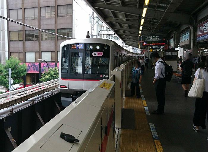 8両編成で運転される東横線