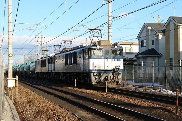 武蔵野線を走る貨物列車