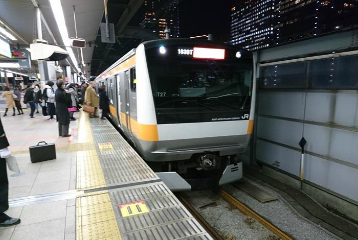 夕方の新宿駅