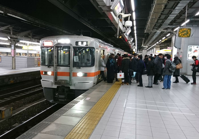 東海道線新快速の名古屋駅