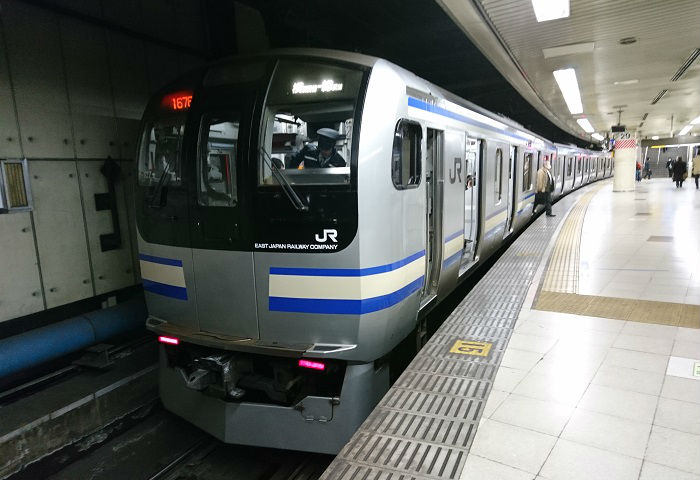 横須賀線の帰宅ラッシュの18時台