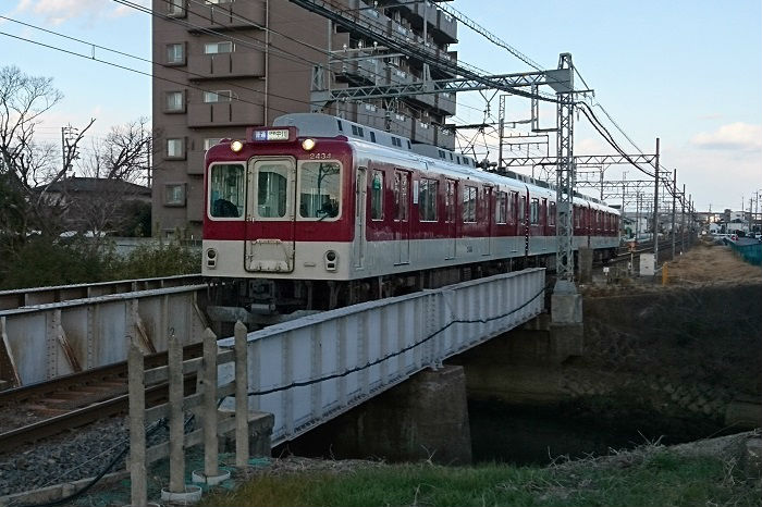 関西本線と並行する近鉄名古屋線