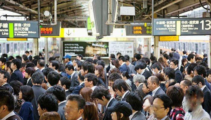 新宿駅の通勤ラッシュ