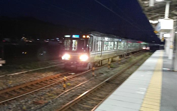 米原駅付近の積雪による徐行運転