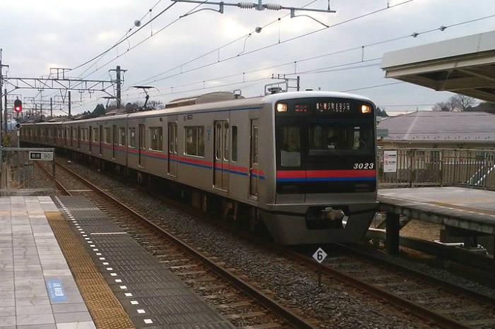 帰宅ラッシュになる夕方の新京成線