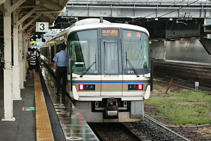混雑するJR奈良線