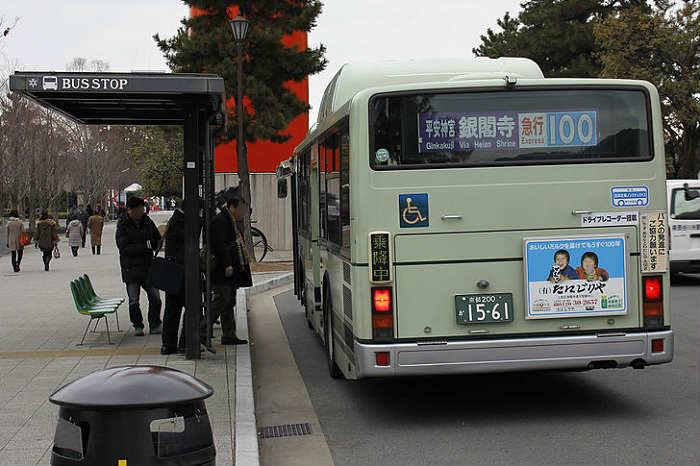 混雑する京都市バス