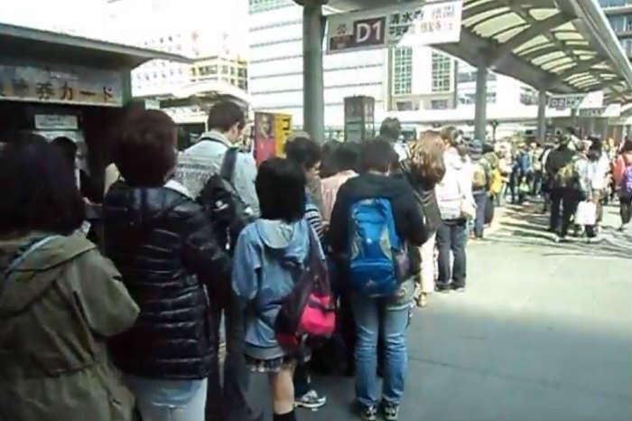 土日でも混雑する京都市バス