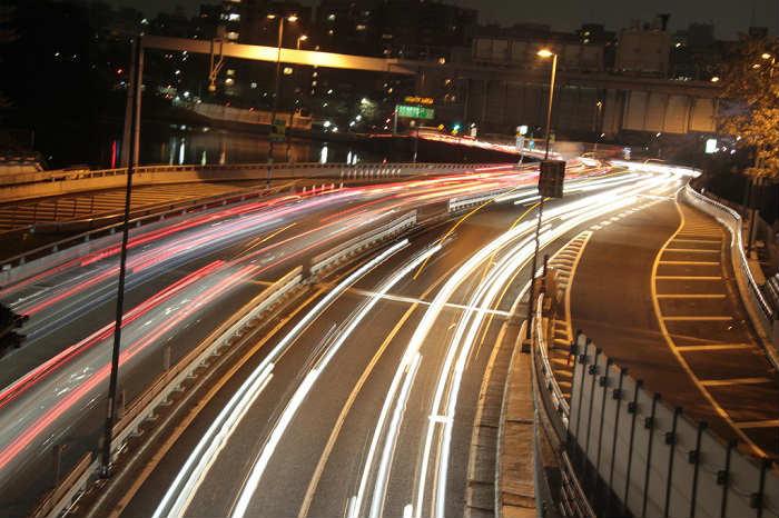 渋滞する平日夕方の首都高