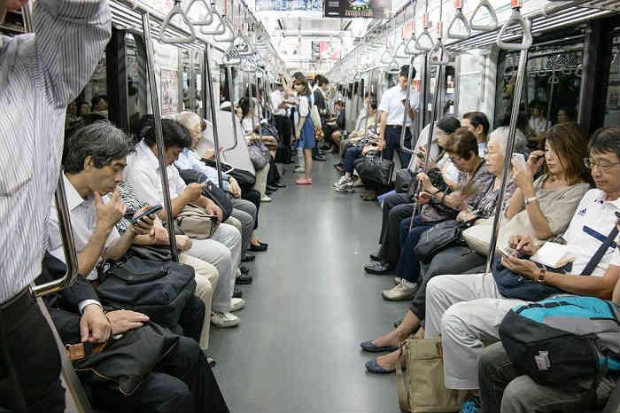 電車で座るコツ