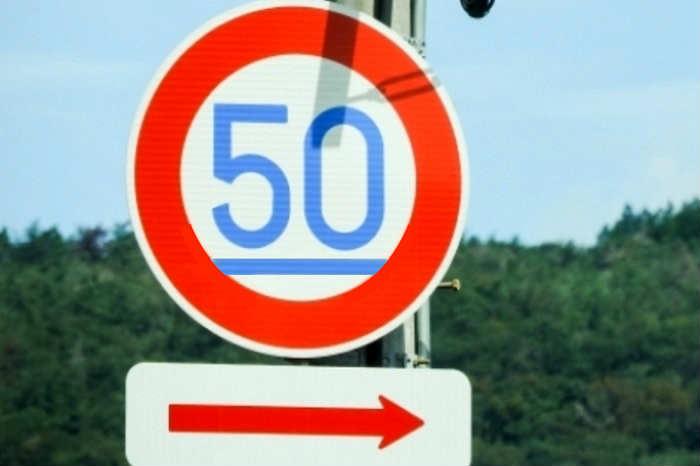高速道路の最低速度