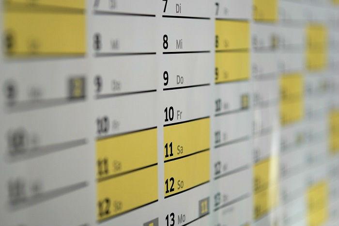 年間休日カレンダー