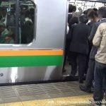 満員電車へのベビーカーの持ち込みの是非! マナー的にOK・NG?