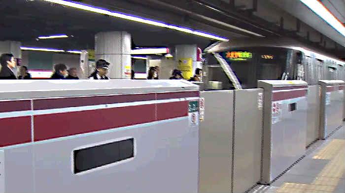 朝ラッシュの大江戸線
