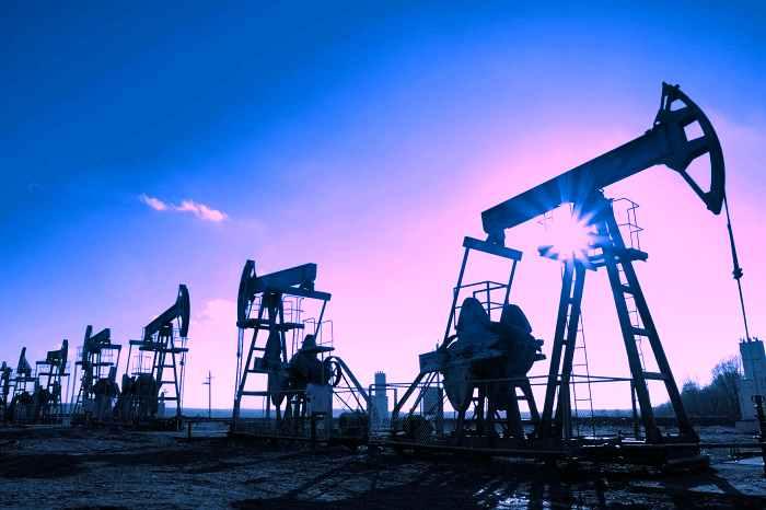 平均年収750万円の石油業界