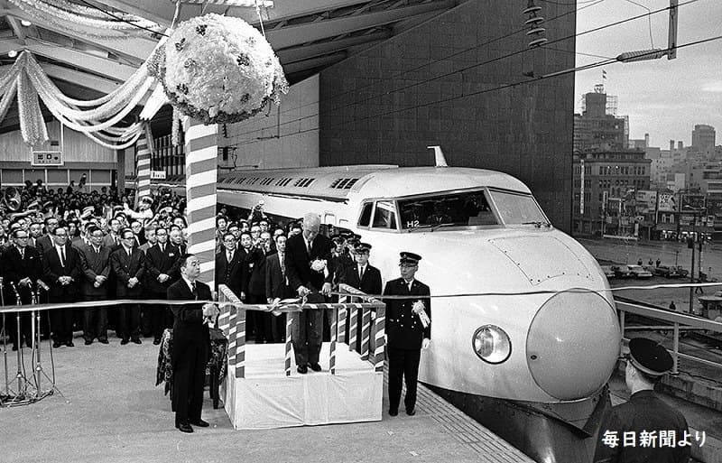 東海道新幹線開業(1964年10月1日)