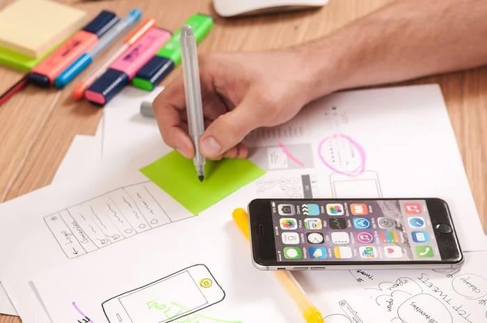 デザイン職の勤務風景